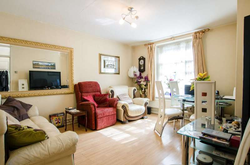 2 Bedrooms Flat for sale in Gosling Way, Oval, SW9