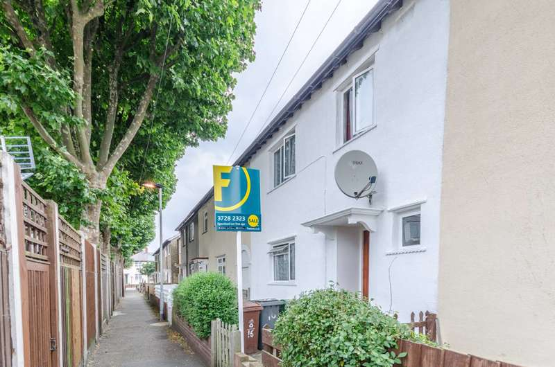 3 Bedrooms Terraced House for sale in Epsom Road, Leyton, E10