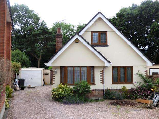 4 Bedrooms Detached Bungalow for sale in Cedar Avenue, Northbourne, Bournemouth, BH10