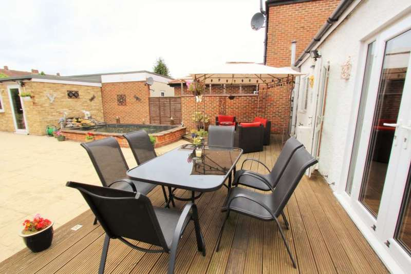 2 Bedrooms Semi Detached Bungalow for sale in Rochester Road, Gravesend