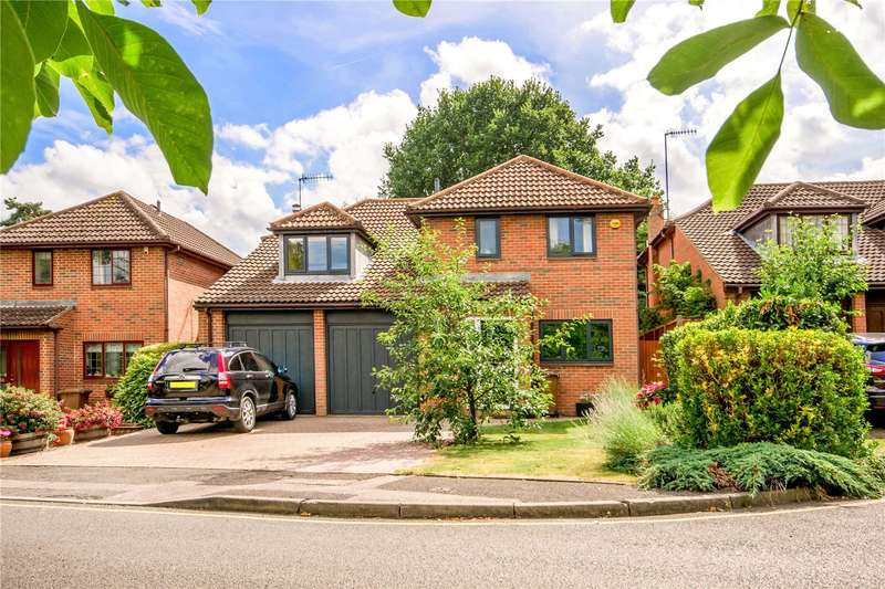 5 Bedrooms Detached House for sale in Vandyke Close, Redhill, Surrey, RH1