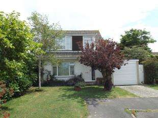 2 Bedrooms Detached House for sale in Ivanhoe Place, Felpham, West Sussex