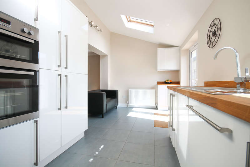 3 Bedrooms End Of Terrace House for sale in Kennedy Avenue, East Grinstead