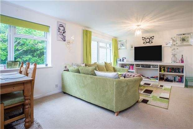 3 Bedrooms Property for sale in Camberley Court, Blackbush Close, SUTTON, Surrey, SM2 6BB