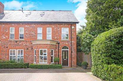 3 Bedrooms End Of Terrace House for sale in Russet Way, Alderley Edge, Cheshire, Uk