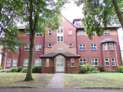 2 Bedrooms Flat for sale in Fairhaven House, The Spinnakers, Aigburth, Liverpool, L19