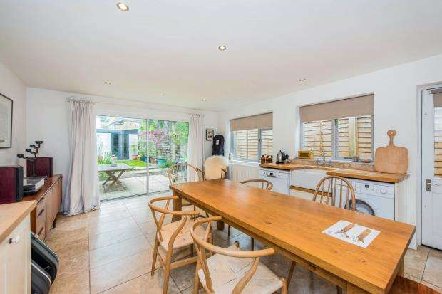 2 Bedrooms House for sale in Kingston Upon Thames, Surrey, United Kingdom