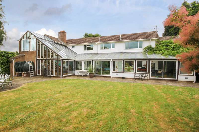 5 Bedrooms Detached House for sale in Whelpley Hill, Chesham