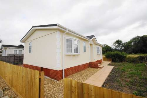 2 Bedrooms Detached House for sale in Meadow View, Stubbings Meadow, Ringwood