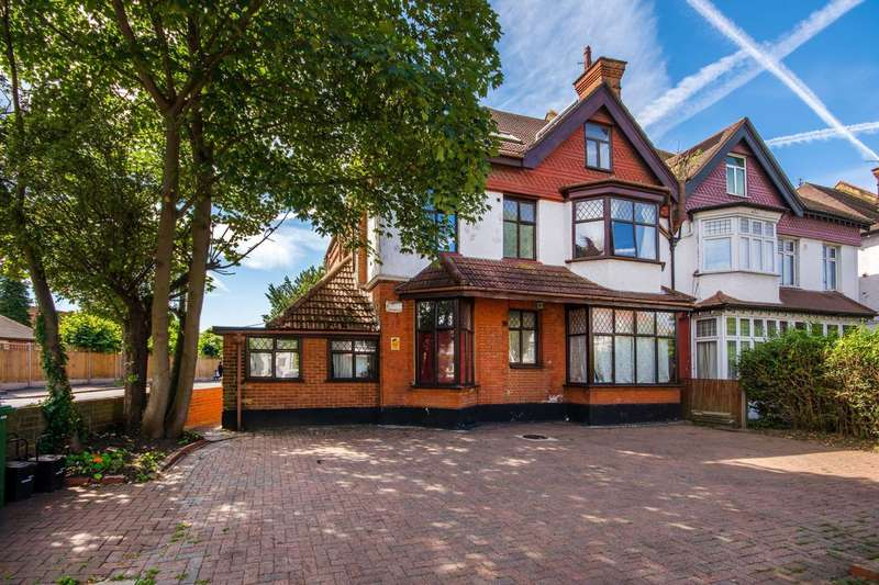 3 Bedrooms Flat for sale in Becmead Avenue, Streatham, SW16