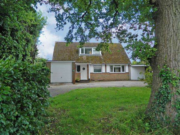 3 Bedrooms Detached House for sale in The Oaks, Carron Lane, Midhurst