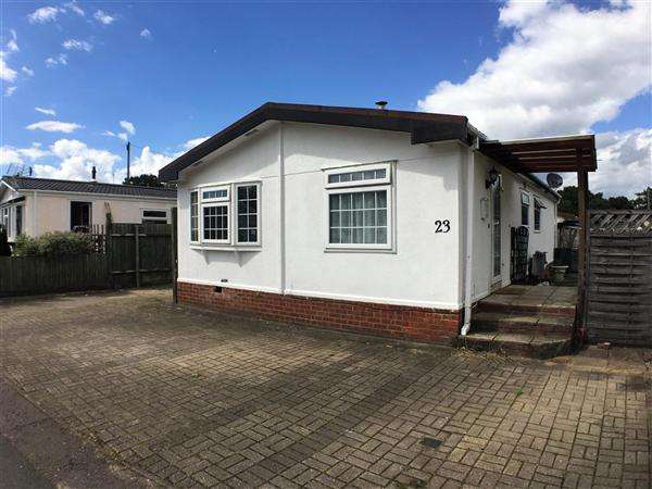 3 Bedrooms Park Home Mobile Home for sale in Wyatts Covert, Denham Green