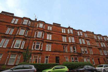2 Bedrooms Flat for sale in Dundrennan Road, LANGSIDE, Glasgow