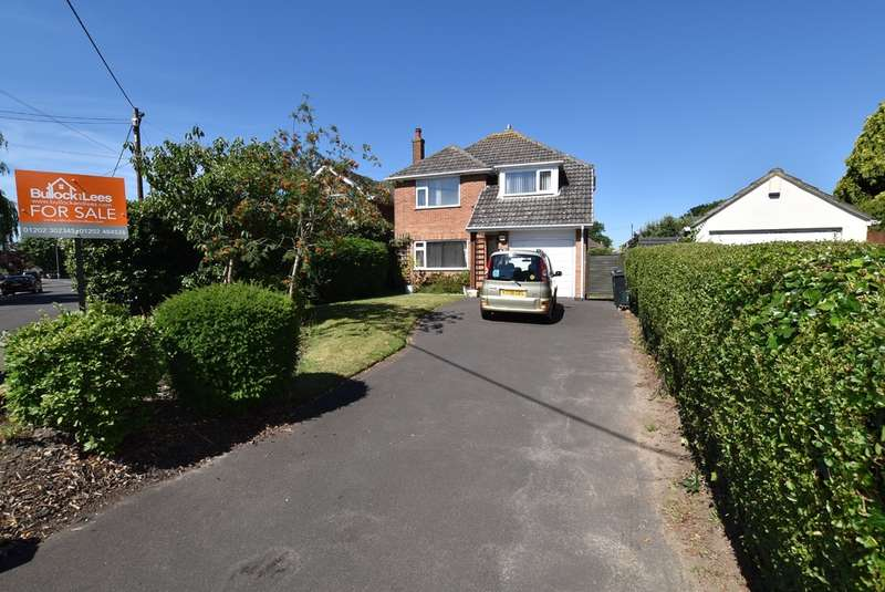 3 Bedrooms Detached House for sale in Old Barn Road