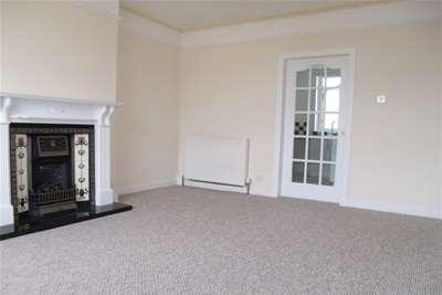 3 Bedrooms Flat for rent in Baldwin Avenue, Knightswood