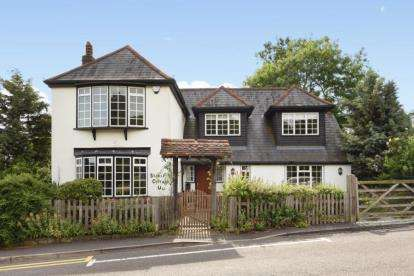 4 Bedrooms Detached House for sale in Commonside, Keston