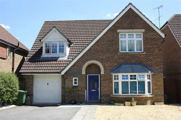 4 Bedrooms Detached House for sale in Bittern Close, Aldershot, Hampshire
