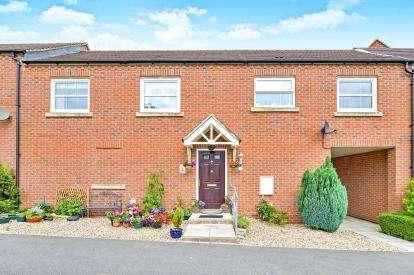 2 Bedrooms Maisonette Flat for sale in Hinsley Walk, Bletchley, Milton Keynes, Buckinghamshire
