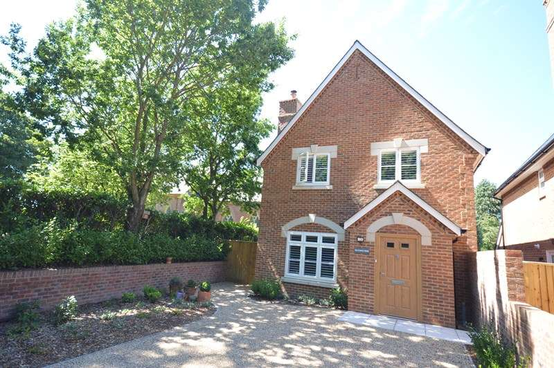 3 Bedrooms Detached House for sale in Church Lane, Sway, Lymington