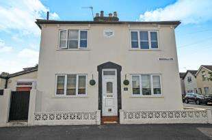 2 Bedrooms Semi Detached House for sale in Napier Road, South Croydon, .