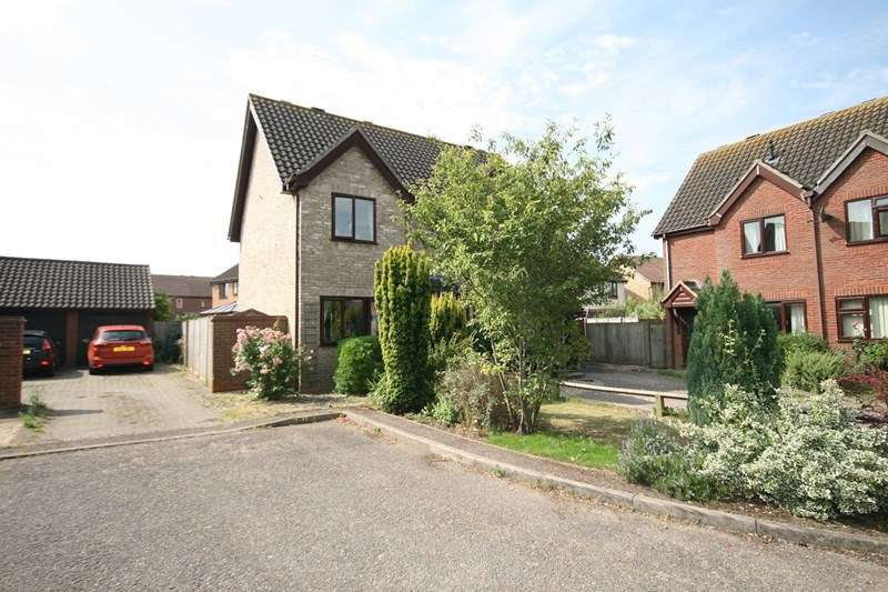 2 Bedrooms Semi Detached House for sale in Russet Close, Attleborough