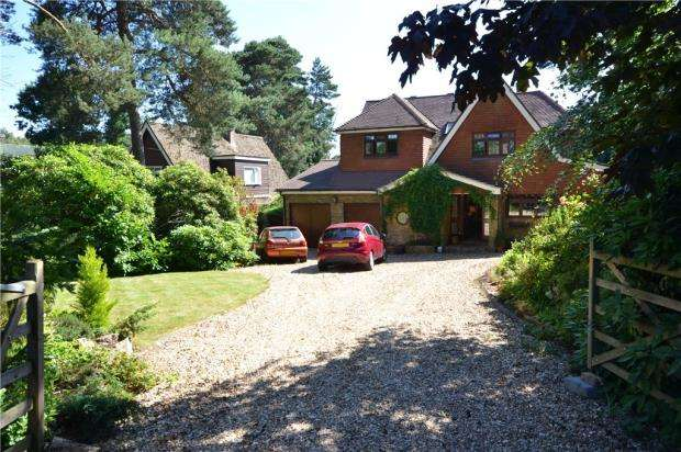 4 Bedrooms Detached House for sale in Goldney Road, Camberley, Surrey