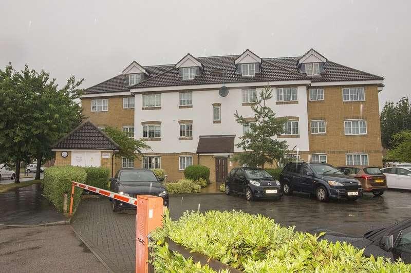 2 Bedrooms Flat for sale in High Street, Waltham Cross, Hertfordshire, EN8
