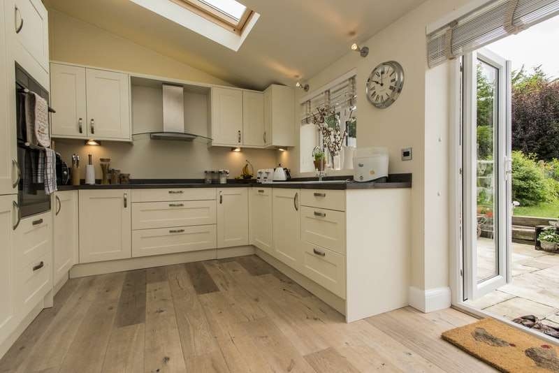 2 Bedrooms Terraced House for sale in Hollybush Lane, Orpington, Kent, BR6