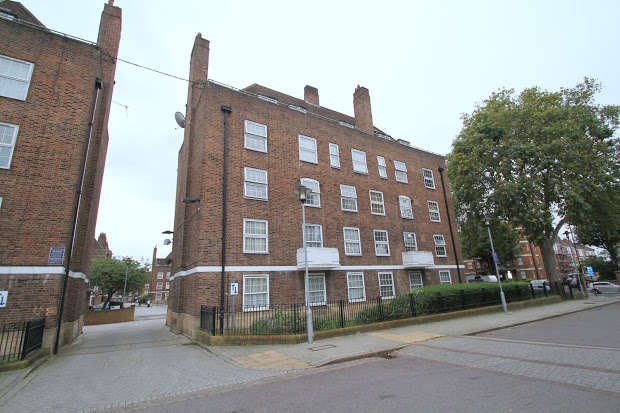 3 Bedrooms Flat for sale in Stamford Hill, LONDON, N16