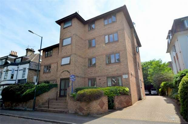2 Bedrooms Flat for sale in Suffolk Road, Bournemouth, Dorset