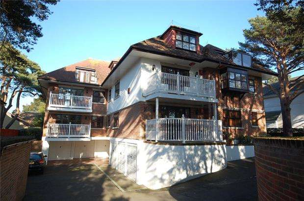 3 Bedrooms Flat for sale in Sandbanks, Poole, Dorset, BH13