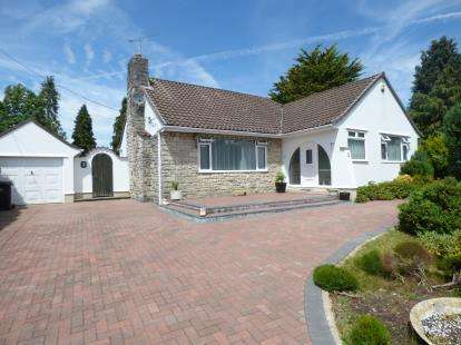 2 Bedrooms Bungalow for sale in St. Leonards, Ringwood