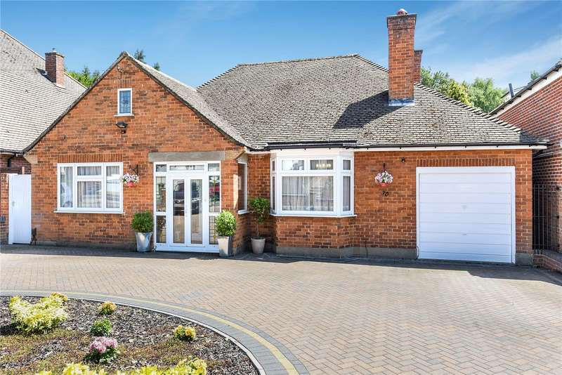 3 Bedrooms Bungalow for sale in Courtlands Drive, Watford, Hertfordshire, WD17