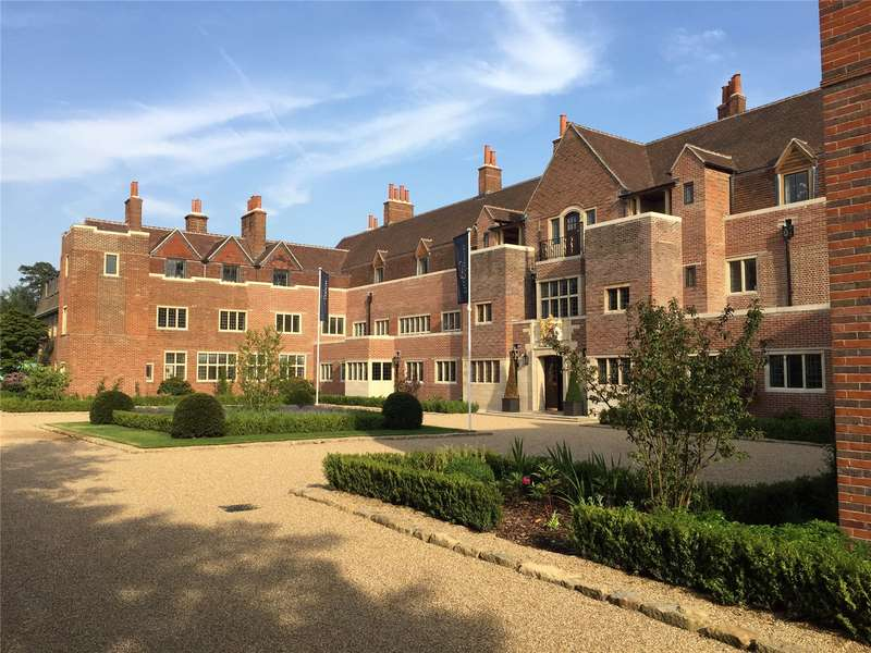 2 Bedrooms Flat for sale in King Edward VII Estate, Kings Drive, Midhurst, West Sussex, GU29