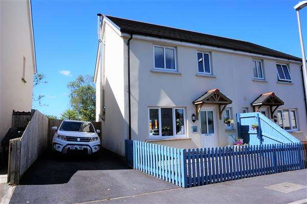 3 Bedrooms Semi Detached House for sale in Clos Gwili, CWMGWILI, Llanelli