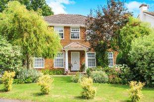 4 Bedrooms Detached House for sale in Ashfield Close, Midhurst, West Sussex, .