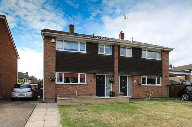 3 Bedrooms Semi Detached House for sale in Green Way, Aldershot, Hampshire, GU12