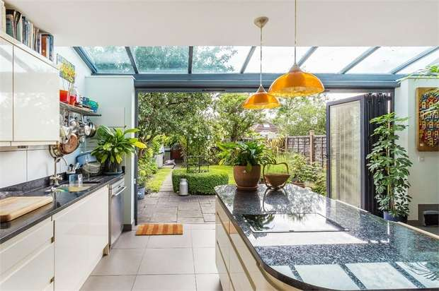 3 Bedrooms Semi Detached House for sale in River Walk, WALTON-ON-THAMES, Surrey