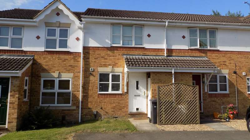 2 Bedrooms Terraced House for sale in Lancaster Close, Ash Vale, Aldershot, GU12