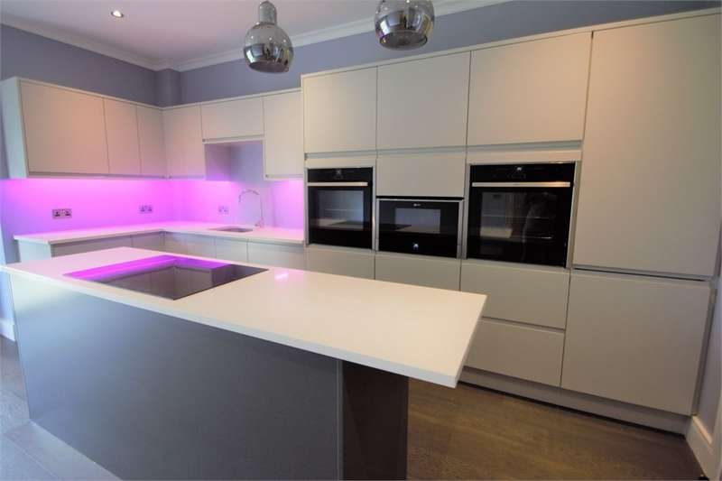 2 Bedrooms Maisonette Flat for sale in Chaldon Road, Caterham, Surrey