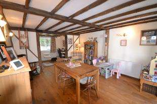 3 Bedrooms Detached House for sale in Town Row, Crowborough