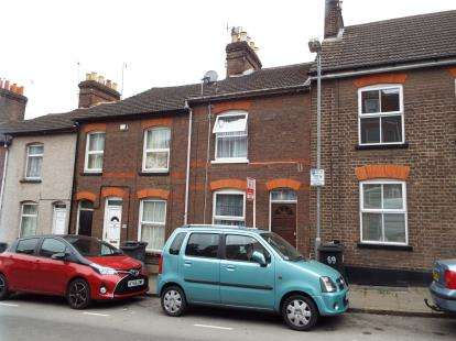 3 Bedrooms Terraced House for sale in Buxton Road, Luton, Bedfordshire