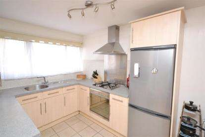 3 Bedrooms Terraced House for sale in Moss Hall Grove, London