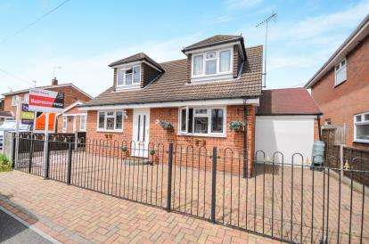 5 Bedrooms Bungalow for sale in Canvey Island, Essex