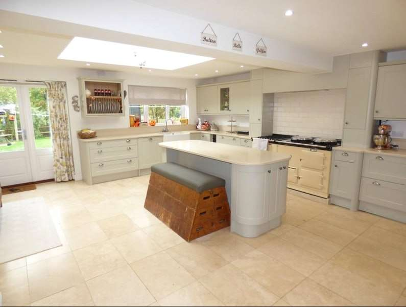 5 Bedrooms Detached House for sale in The Brickall, Stratford-upon-Avon, Warwickshire, CV37