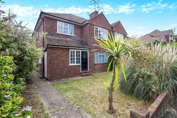 2 Bedrooms Maisonette Flat for sale in Byfleet, Surrey