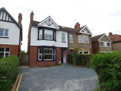 3 Bedrooms Semi Detached House for sale in Hill View, Newport Pagnell, Milton Keynes, Bucks