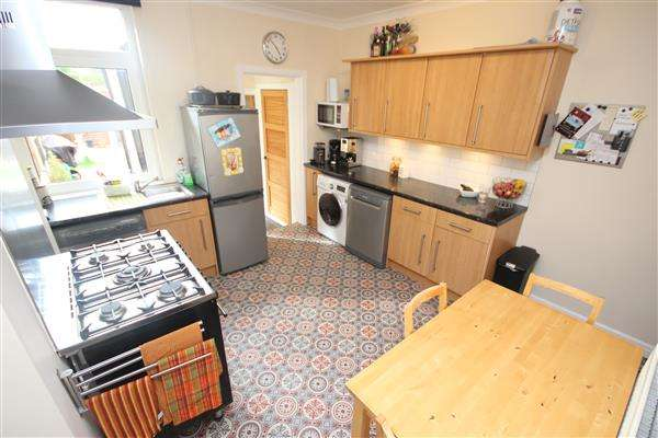 2 Bedrooms End Of Terrace House for sale in Christine Street, Bucknall, Stoke-on-Trent