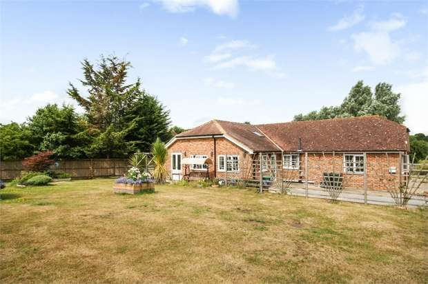 4 Bedrooms Detached Bungalow for sale in Watery Lane, Westwell, Ashford, Kent