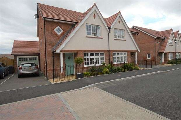 3 Bedrooms Semi Detached House for sale in Larkspur Drive, Highweek, Newton Abbot, Devon. TQ12 1SD